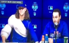 I Love deGrom And Murphy Messing With Each Others' Chairs During Last Night's Postgame Press Conference