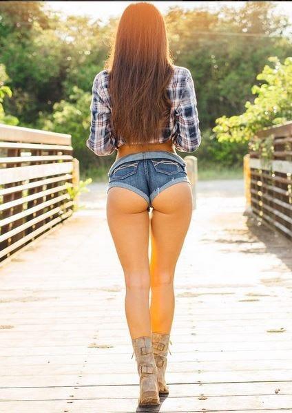 Big titd round ass