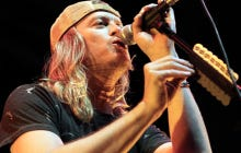 Puddle Of Mudd Lead Singer Acuses An Audience Member of Stealing His House Then Storms Off Stage