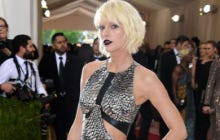 Taylor Swift Looking Like A Weirdo At The Met Gala