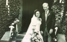 Julia Louis-Dreyfus' Wedding Anniversary Picture Is Proof She's An Alien Who Doesn't Age