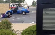 This Dude Casually Ordering Taco Bell While A Cat Fight With Two Girls Goes On In The Parking Lot Has His Priorities In Order