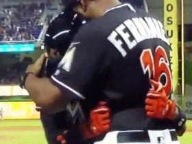 Dee Gordon Blasts A Leadoff Home Run For The Marlins, Breaks Down Rounding The Bases