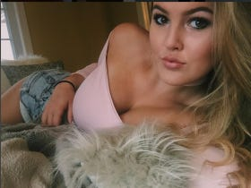Barstool U Tuesday Smokeshow – Jessica from University of Guelph