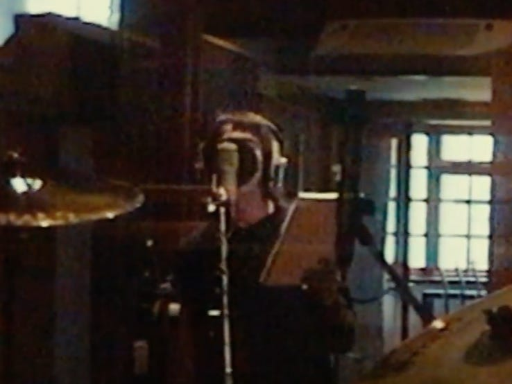 "Awesome Footage Of Liam Recording ""Champagne Supernova"" After Hearing The Song Only Once Before"
