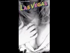 Paulina Gretzky Is Still In Vegas And Still Having An AWESOME Time