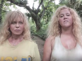 "Amy Schumer And Goldie Hawn Do A Beyonce ""Formation"" Parody. Unmitigated DISASTER"