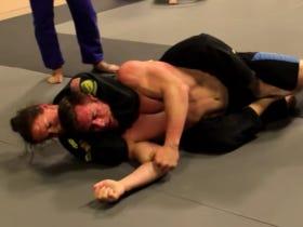 Dickhead Bodybuilder Gets Slapped Around By A Jiu-Jitsu Black Belt Before Getting Put To Sleep By A Woman