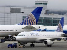 United Airlines Is Going To Start Charging People To Put Their Bags In The Overhead Compartments