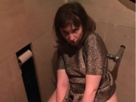 Lena Dunham Posts A Gross Picture Of Herself On The Toilet <&#8212;- Major Clickbait Headline, Right?