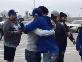 Royals Players Went To Kauffman Stadium And Joined Mourning Fans