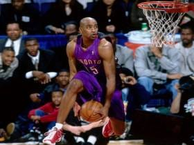 Wake Up With All Of Vince Carter's Dunks From The 2000 Slam Dunk Contest