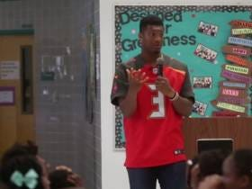 Jameis Winston Getting Crushed For Telling Little Girls They're Supposed To Be