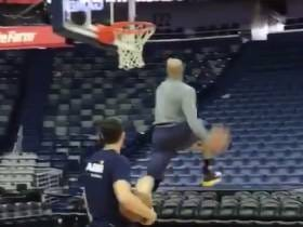 Vince Carter Is Still Throwing Down Slam Drunk Contest Worthy Dunks At The Age Of 40