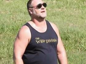 Russell Crowe Is Living His Best Life