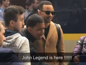 John Legend Stops In Train Station To Play The Piano And Everyone Swoons/Cums