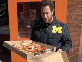 Barstool Pizza Review - Patrizia's Of Brooklyn/Manhattan