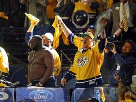 Titans Lineman Taylor Lewan Didn't Cut His Finger On A Catfish He Threw On The Ice At The Predators Game So Stop Asking Him