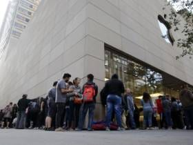 There's A New App That Allows You To Pay People To Wait In Line For You At The Apple Store