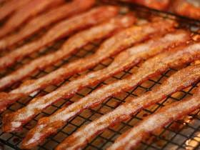 A Fight Broke Out At A Waffle House This Weekend After A Guy Ate Bacon Off A Woman's Plate