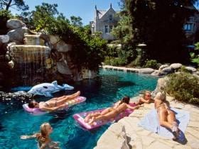 You Can Get Into The Final Playboy Mansion Party For A Mere $3500