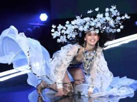 Chinese Victoria's Secret Model Falls On The Runway At The VS Show In Shanghai; Tomorrow's Story: Chinese Model Missing