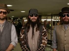 Maroon 5 And Jimmy Fallon Perform In Disguise On The Subway And I Think It's Cute As Hell