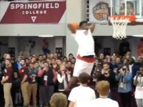Zion Williamson Throws Down A Terrifying Series Of Dunks In Response To Getting Booed For Not Dunking