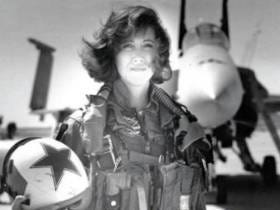 Southwest Pilot And Hero Tammie Jo Shults Used To Be A F-18 Fighter Pilot In The Navy