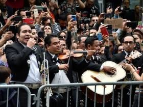 A Mariachi Band Performed Alongside Protesters Outside Of The Apartment Of The Lawyer Who Went Viral For A Racial Rant About People Speaking Spanish In A Deli
